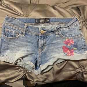 Hollister Short-shorts Size 7 with flowers